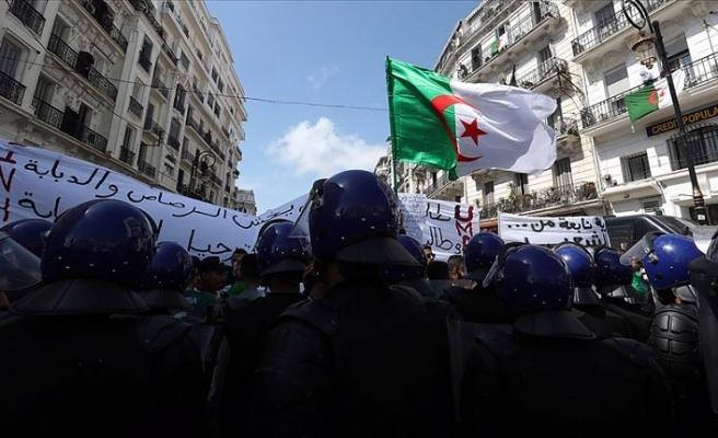 Cezayir Genelkurmay Başkanı Salih: Krizin çözümü için tüm seçenekleri değerlendiriyoruz