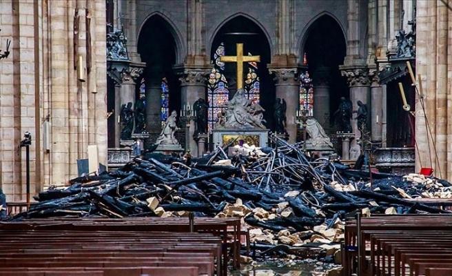Fransa İçişleri Bakanı Castaner: Notre Dame'daki birçok eserin tahrip olma riski var