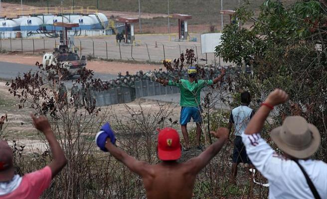 Pompeo, Maduro'dan sınırı açmasını istedi