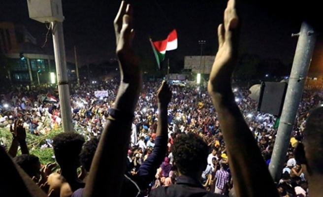 Sudan'da muhalif gösterilerin organizatörü ordunun icraatlarını reddetti