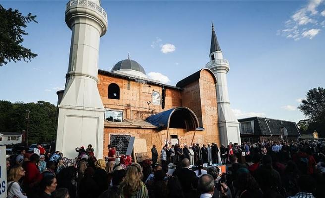 ABD'li Müslümanlardan kundaklanan Diyanet Camii'ne destek