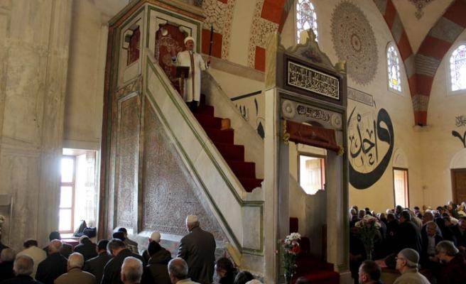 Bu camide 6 asırdır imamlar cuma ve bayram hutbelerine kılıçla çıkıyor