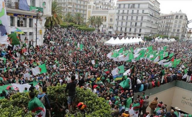 Cezayir'de Ramazan programlarının gündemi değişti