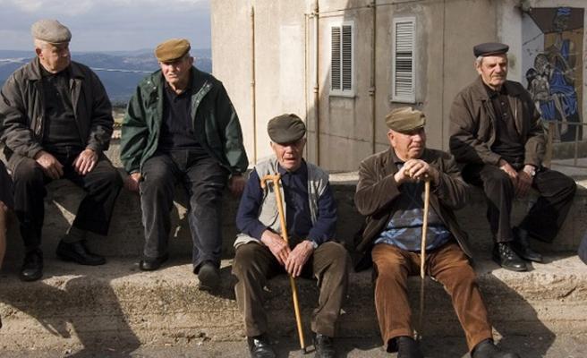 Emeklilerin gözü bayram öncesi ikramiyede