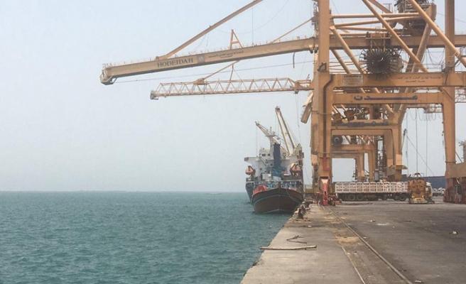 Husiler Hudeyde Limanı'ndan çekilmeye başladı