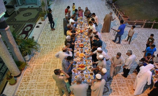 Kerkük'teki camilerde Osmanlı'nın iftar geleneği sürdürülüyor