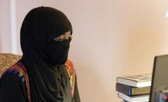 Kızlar internette prensler arıyor ve militanları buluyor