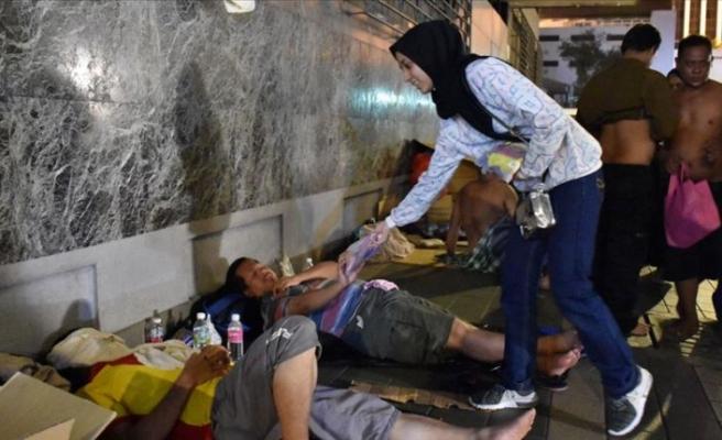 Kuala Lumpur'daki evsizleri sahurluklarla sevindiriyorlar