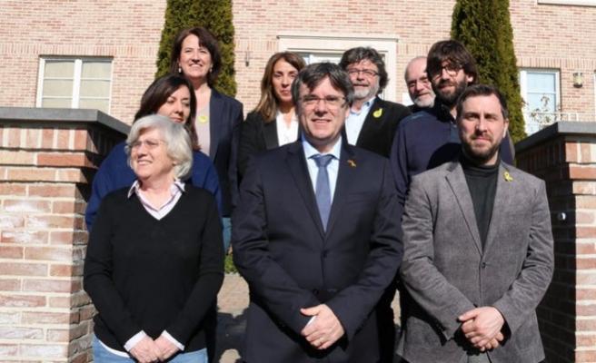 Madrid Mahkemesi, kaçak Katalan siyasetçilerin yasağını kaldırdı