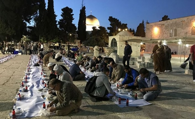 Sadakataşı'ndan Mescid-i Aksa'da iftar