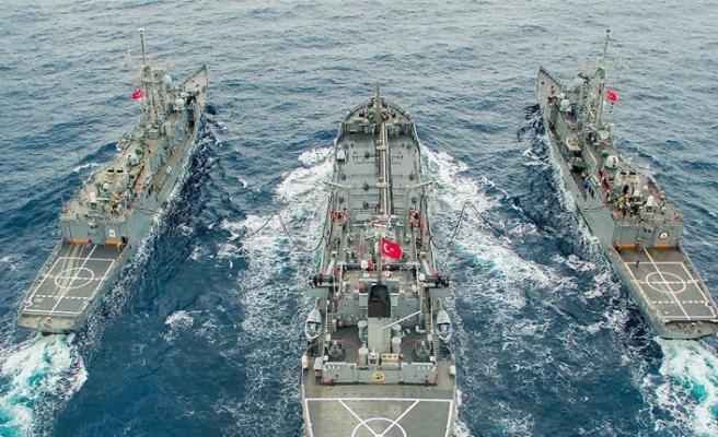 Türkiye'yi çevreleyen üç denizde  aynı anda tatbikat