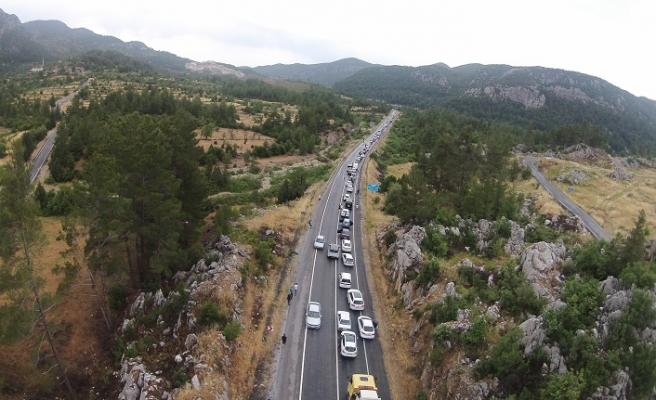 Antalya - Konya karayolunda araç yoğunluğu oluştu