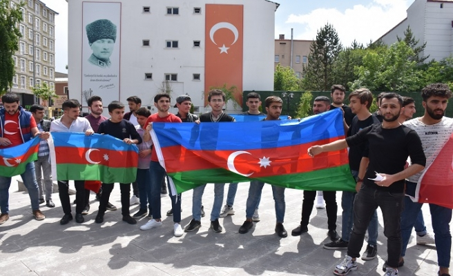 Azerbaycanlı öğrencilerden Ermenilere tepki