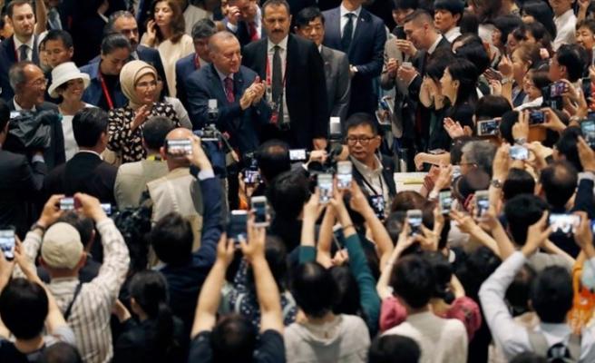 Erdoğan, Japonya'da tarihi sergiyi ziyaret etti