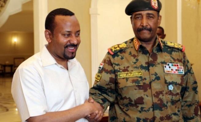 Etiyopya Başbakanından önce Suud ve BAE ekibi Hartum'da görüldü
