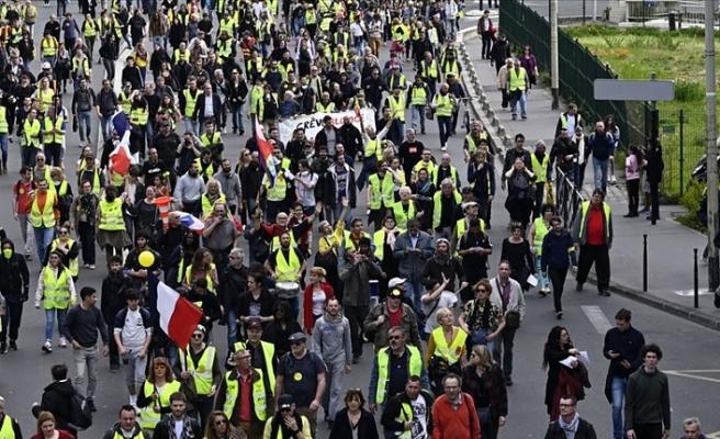 Fransa'da sarı yelekliler gösterilerin 29. haftasında yeniden sokaklarda