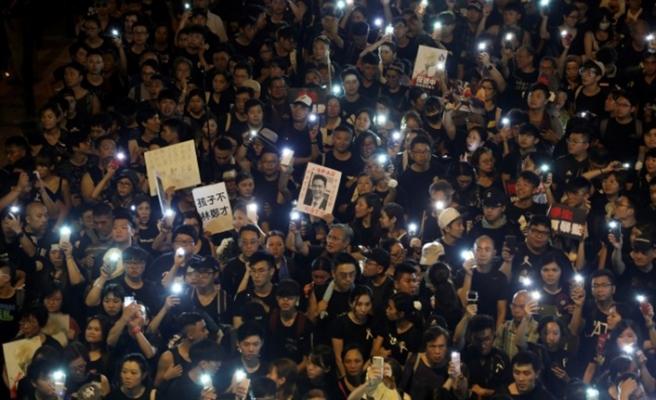 Gençler Hong Kong yönetimini şimdilik dize getirdi