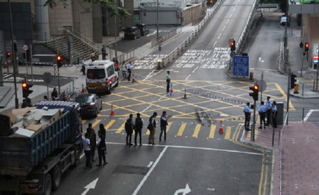 Hong Kong'da molotoflu eylem: 4 gözaltı
