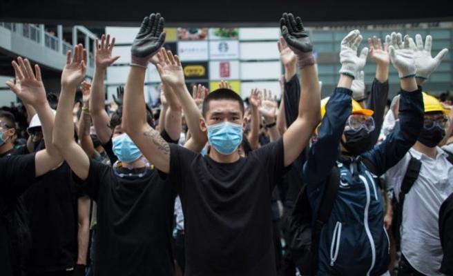 Hong Kong'taki gösteriler Çin'e iade yasası görüşmelerini erteletti