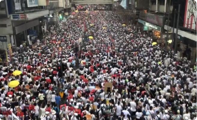 Hong Kong'un Çin ile ilgili Şeytani Yasa'sına yüz binlerce itiraz