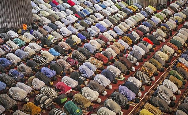 İstanbul Müftülüğü'nden 313 bin kişiyle teravih namazı