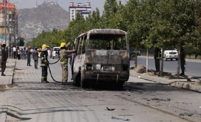 Kabil'de devlet memurlarının minibüsüne bombalı saldırı