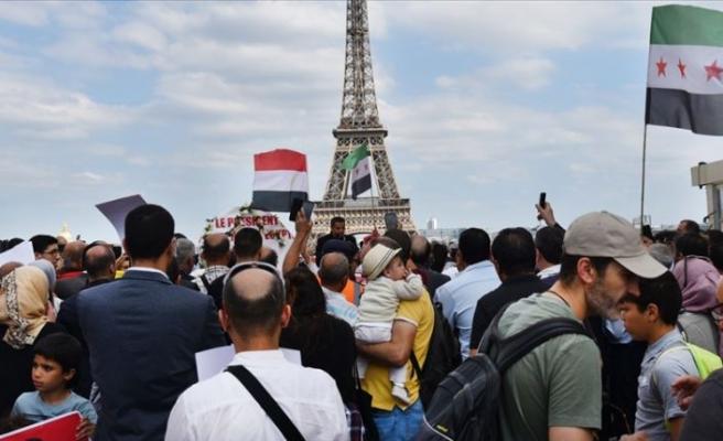 Paris'te 'Muhammed Mursi' gösterisi
