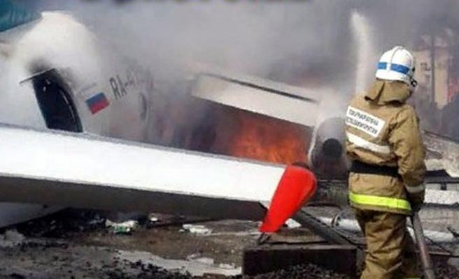 Rusya'da acil iniş yapan yolcu uçağı pistten çıktı: 2 ölü