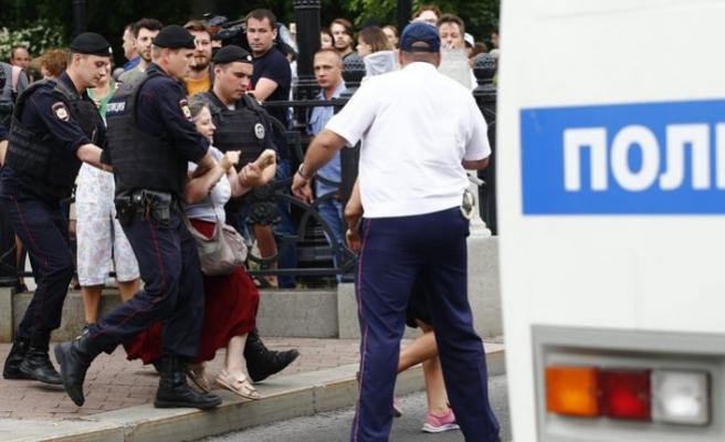 Rusya'da muhalif gazeteciye destek yürüyüşü olaylı bitti