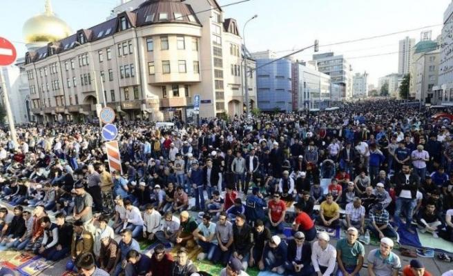 Rusya'nın kalbi Moskova'da binlerce müslümanla bayram namazı