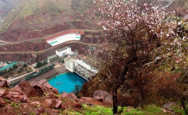Tacikistan Orta Asya ortak enerji sistemine yeniden bağlanacak