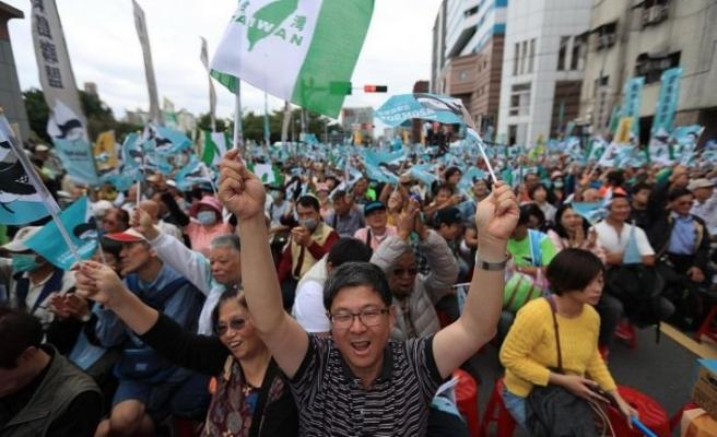 Tayvan'da Çin yanlısı medya protesto edildi