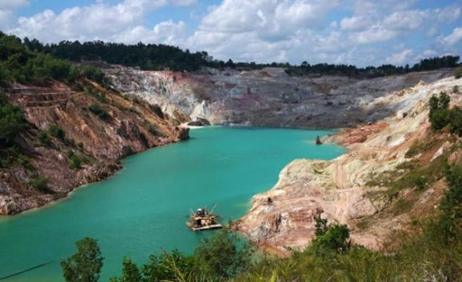 Endonezya'da madende göçük: 3 ölü, 1 kayıp