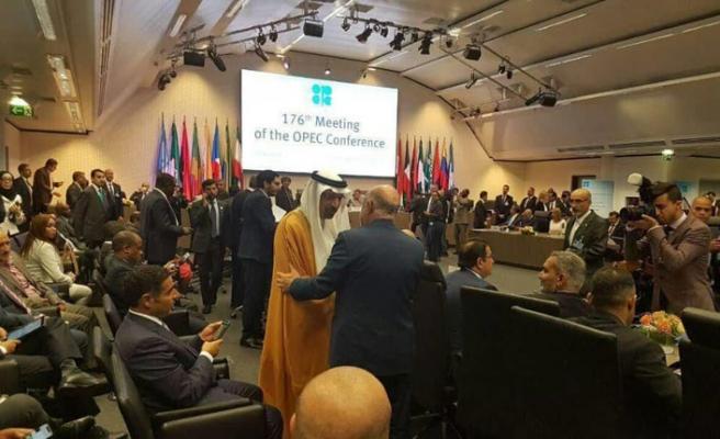 İran OPEC'in petrol üretimini kısma kararından muaf tutuldu