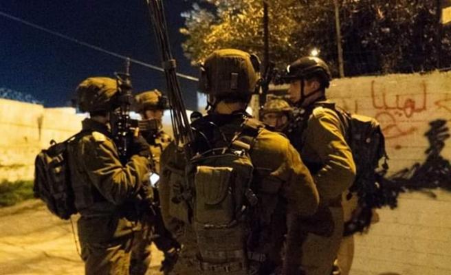 İsrail güçleri 25 Filistinliyi gözaltına aldı