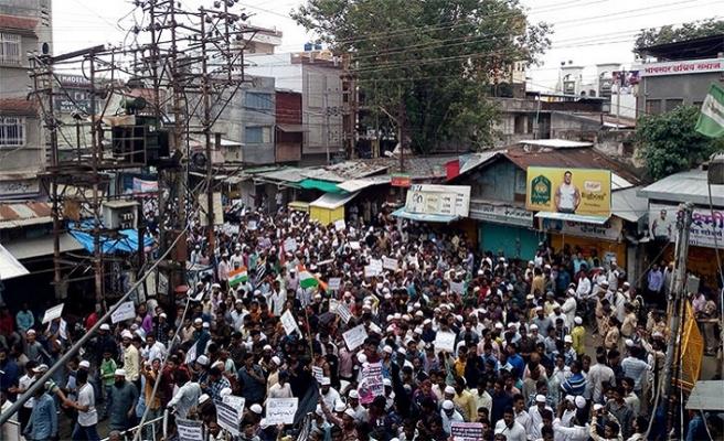 Linç edilen Müslüman genç için düzenlenen gösteriye her cemaatten destek
