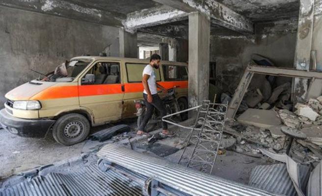 Rusya İdlib'te ambulans ve Sivil Savunma merkezini vurdu
