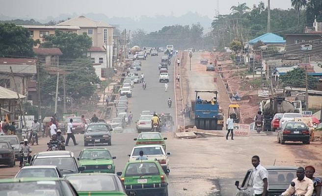 Afrika aslına dönüyor..Nijerya'da bir vali İngilizceyi geleneksel etkinliklerde yasakladı