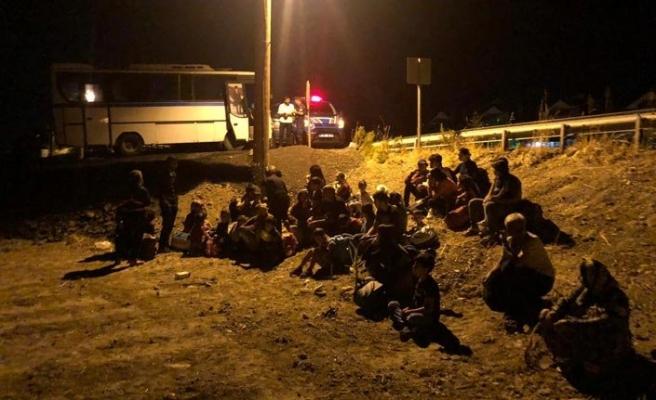 Balıkesir'de yasa dışı göçmen transferine 2 gözaltı
