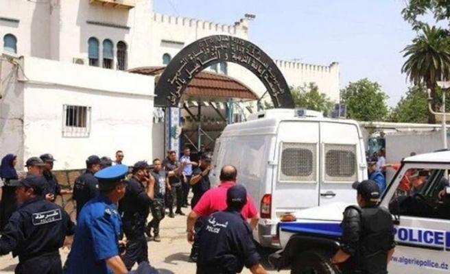 Cezayirli öğrenciler Buteflika temsilcileriyle diyaloğa tepkili