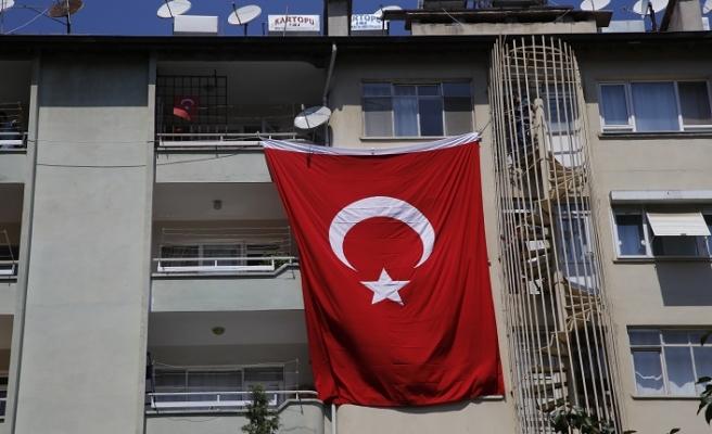 Diyarbakır'da polis zırhlı aracı devrildi: 1 polis şehit oldu