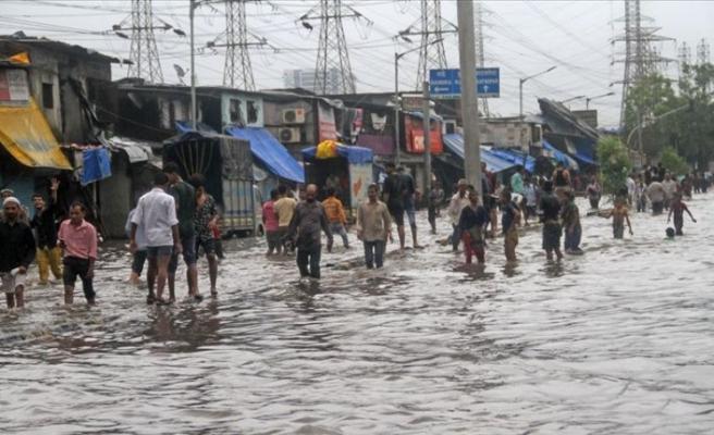 Hindistan'daki yağışlarda ölü sayısı artıyor