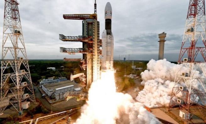 Hindistan'ın uzay aracı Ay'ın yörüngesinde dönmeye başladı