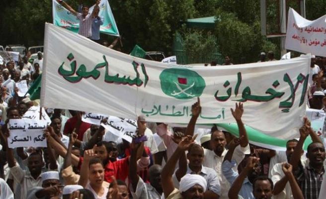 Müslüman Kardeşler teşkilat üyeleri Sudan'dan gönderiliyor