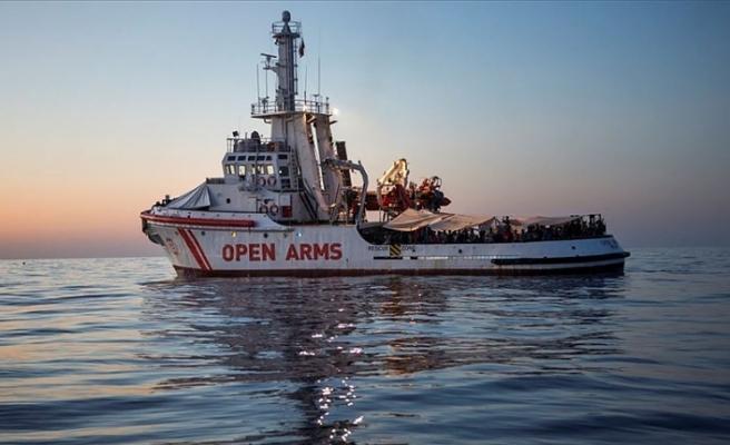 Open Arms gemisindeki 27 çocuk indirildi