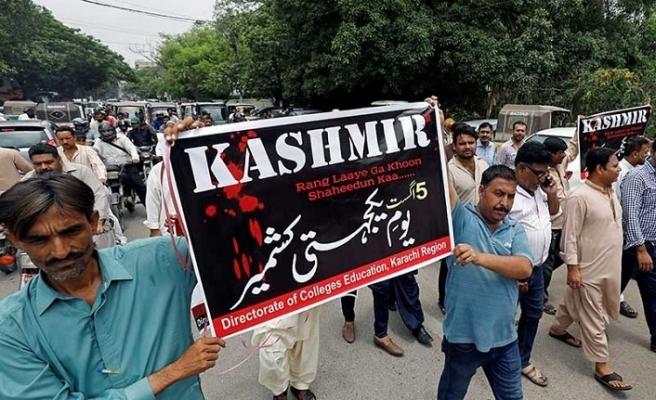 Pakistanlılar, Keşmir Saati için sokaklara çıktı