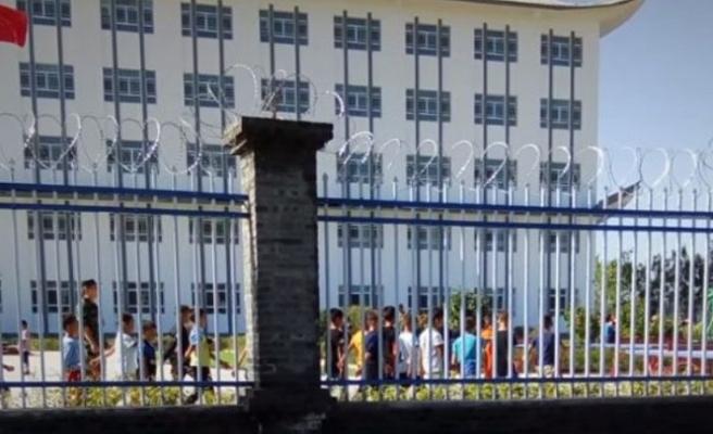 Çin gazetecilere önceden kurgulanmış Uygur kamplarını gösteriyor