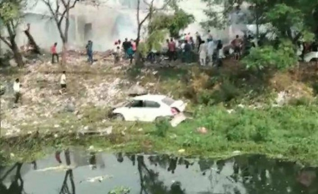 Hindistan'da havai fişek fabrikası patladı.. 16 ölü