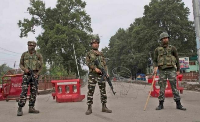 Hindistan Keşmir'de bir Pakistan askerini öldürdü