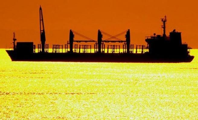 İran, İngiliz tanker gemisinden tahliyeye başladı